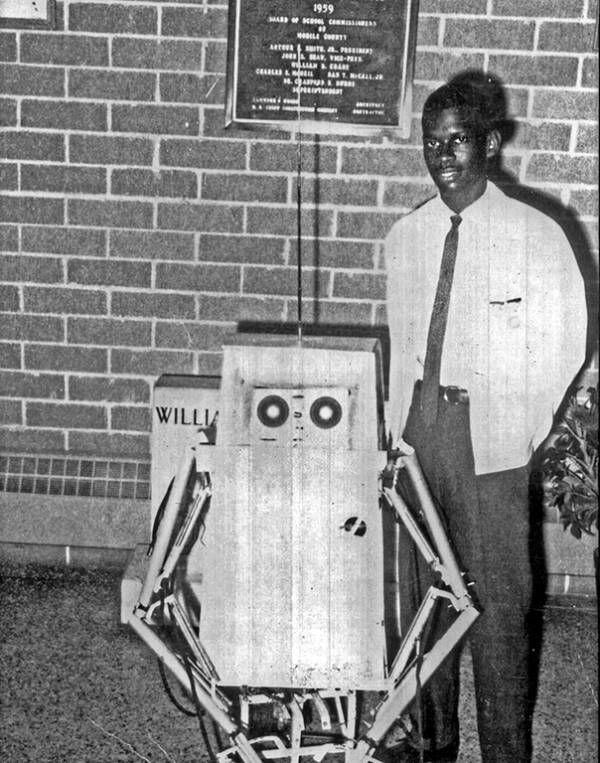 Conozca a Lonnie Johnson, el ingeniero de la NASA que superó la segregación para inventar el Super Soaker